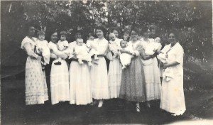 Missionary mothers, Hillcrest, Grace holding Margaret 2nd from left, 1913